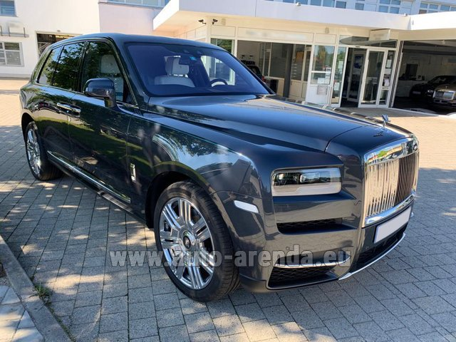 Rental Rolls-Royce Cullinan dark grey in Charleroi